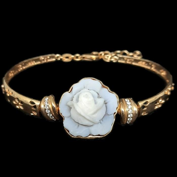 Bridgerton pearl jewelry